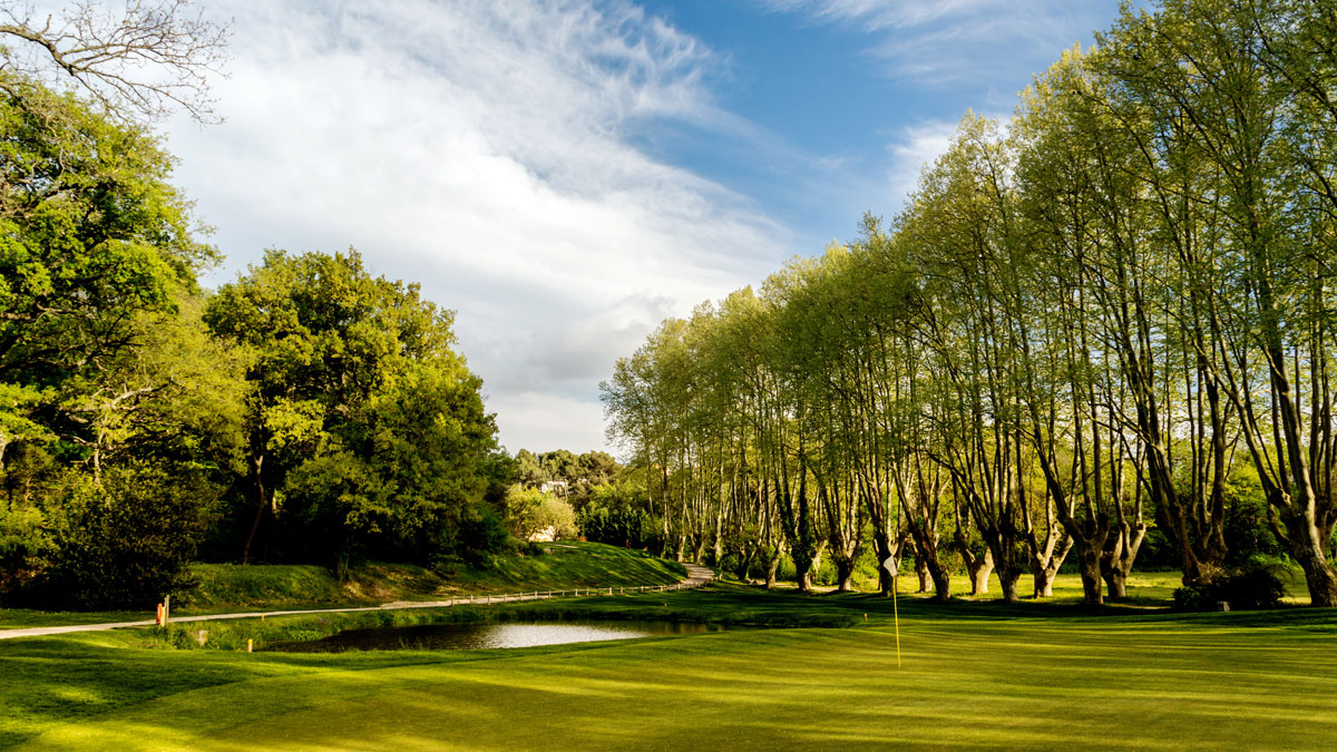 Golf international pont royal parcours trou 2 golf de pont royal - Pont royal en provence office du tourisme ...